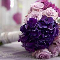 """Свадебный букет """"Нежность"""" из роз и гортензий в сиреневых тонах"""