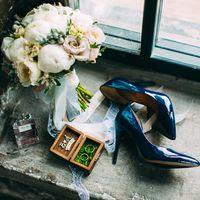 Сборы невесты, утро невесты, детали утра невесты, свадебные туфли, свадебные кольца, обручальные кольца, букет невесты, свадебный букет