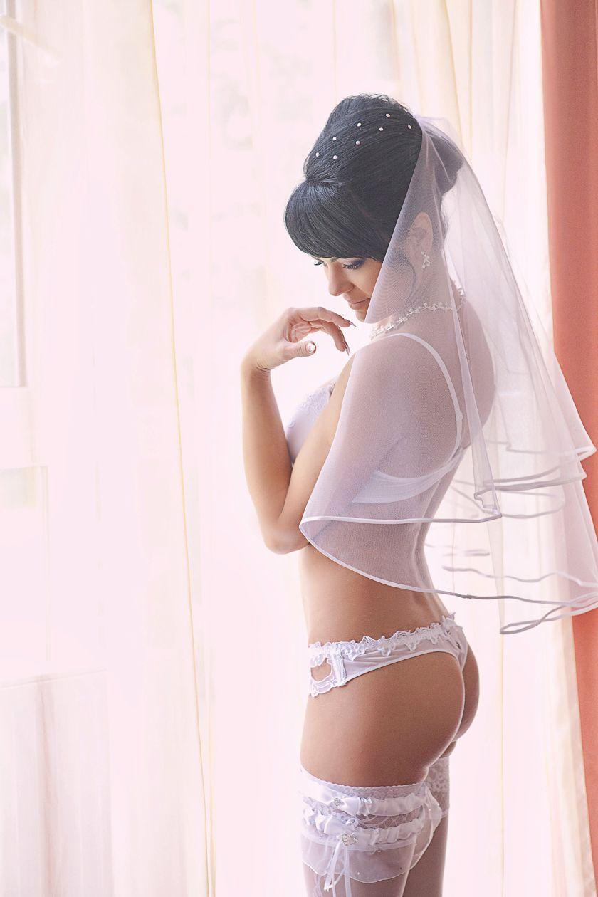 Восточные невесты одеваются эротика, негритянка балуется с имитатором