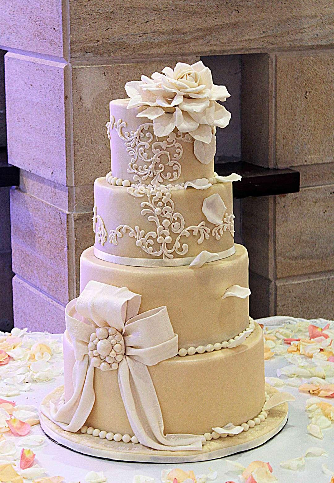Свадебные торты в москве фото недорого
