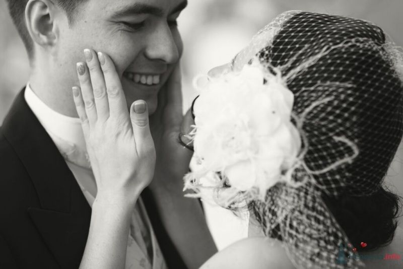 Причёску невесты украсила белая вуалетка с цветком - фото 25488 Эльмира