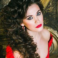 Модель: Алёна Ермолаева  Прическа и макияж: Александра Епишина  Платья: Алла Ермилова