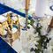 королевская свадьба, синий и золото, зона президиума, кисти, орхидеи, стол гостей, салфетки,вазы, канделябр, корона