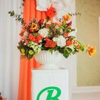 любовь-морковь, Харитоновы, следуй за белым кроликом, флорист-декоратор Анастасия Пицик, оранжевый, композиция на колонне