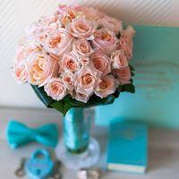 Букет из пионовидных и кустовых роз
