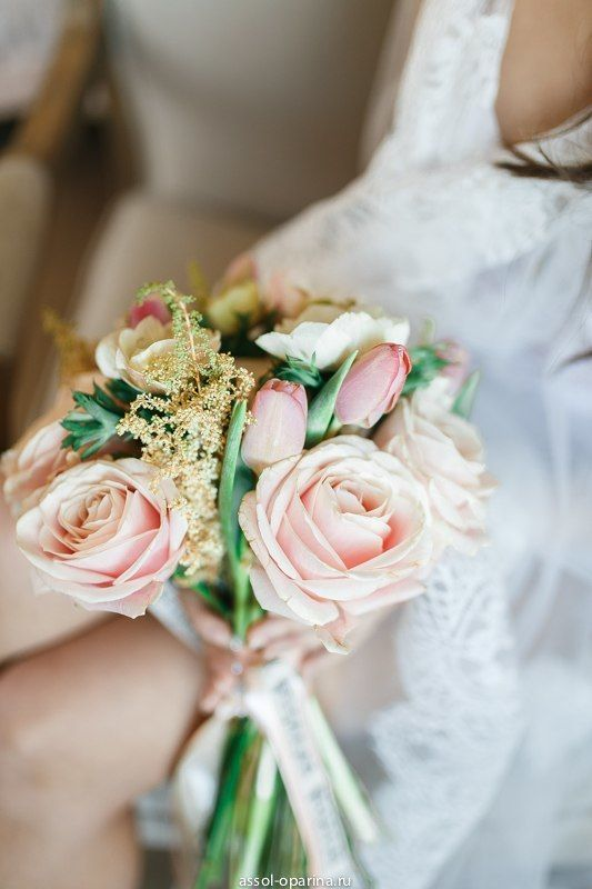 Нежный букет невесты из тюльпаны и розы