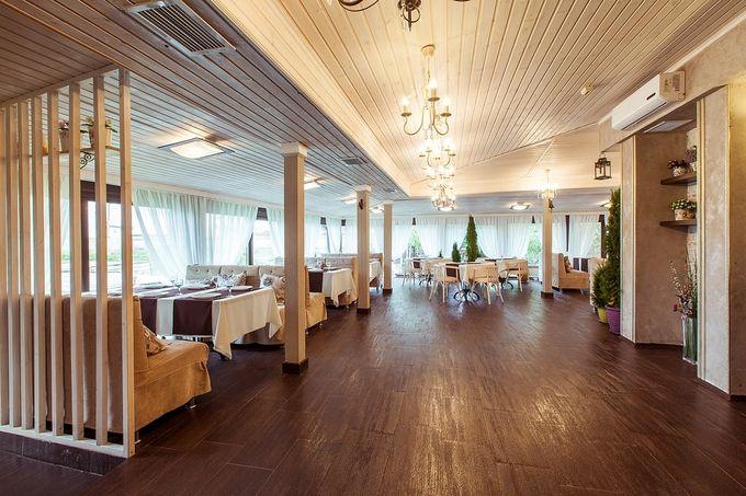 Вот он банкетный зал, только из-за него и ехали смотреть)))