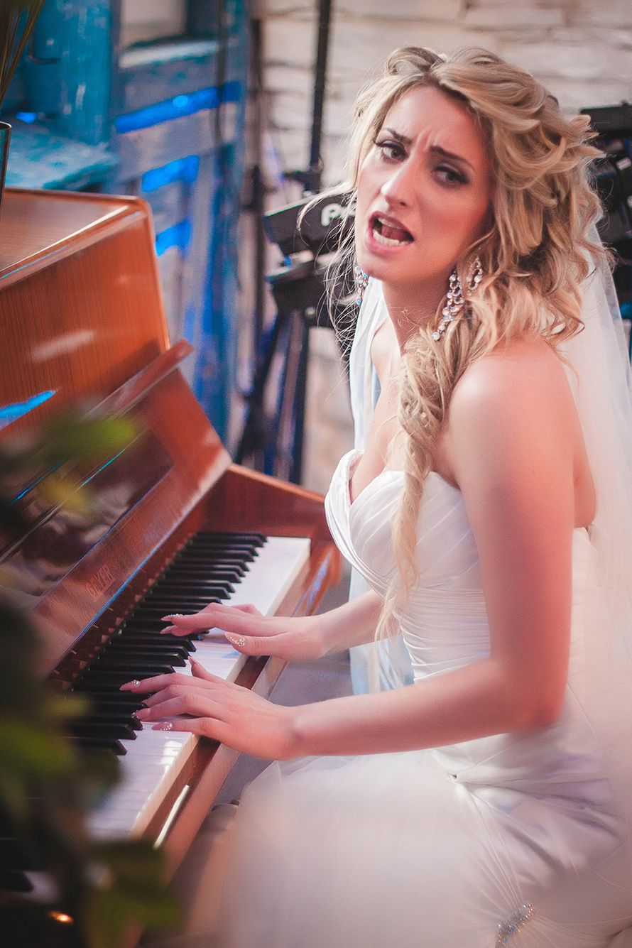 фотографии, подружки невесты, фото, фотограф, свадебное, салон,зеркало, красота, wedding, свадьба, платье, туфли, макияж, девичник, сборы, утро невесты, фуршет, липецк, невеста, кафе, эмоции - фото 4070195 Свадебный фотограф Анжелика Лосихина