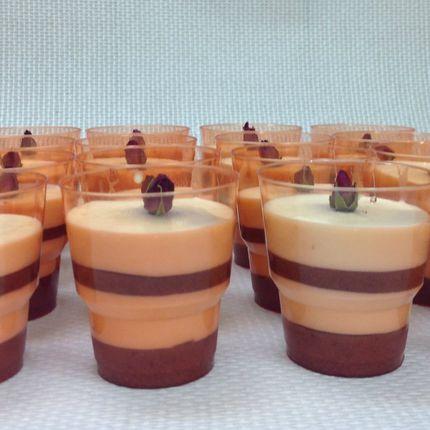 Клубничное пюре с баварским кремом и розовой водой