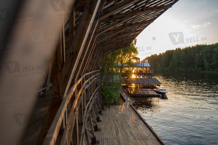 """Ресторан на 200 посадочных мест. Предоставляем яхту для передвижения без пробок. - фото 4440859 Ресторан """"Причал95"""""""