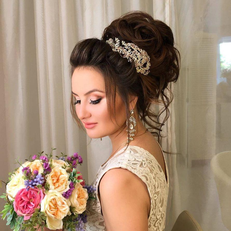 Причёски для подружки невесты фото