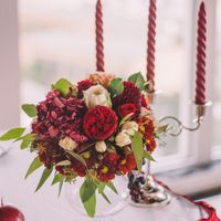 Цветочная композиция на стол в цвете марсала