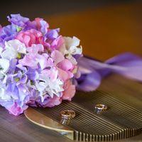 Свадьба 16 мая 2013. Либенский Замок (Прага). Букет невесты из латирусов и фиалок
