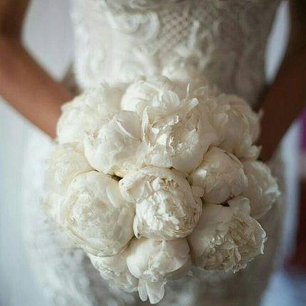 Свадебный букет из белоснежных пионов (+ бутоньерка в подарок!)