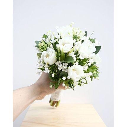 Букет невесты из тюльпанов, бувардии и зелени (+ бутоньерка в подарок!)