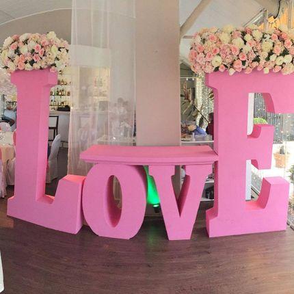 Буквы Love с цветами