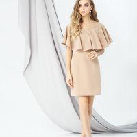 Модель EMSE 0274 Коктейльное платье полуприлегающего силуэта  длиной выше лини колен с кокеткой их прозрачной сетки и с воланом по линии кокетки.  В среднем шве спинки – потайная молния.  Основная ткань – костюмно-плательная. Возможное цветовое оформление