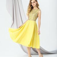 Модель EMSE 0294 Коктейльное платье приталенного силуэта с отрезной линией талии и длинной ниже уровня колена. Верхний слой платья кружевной. Вырез горловины «лодочка». Юбка солнце. В среднем шве спинки – потайная молния. Основная ткань: костюмно-плательн