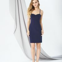 Модель EMSE 0299 Платье прилегающего силуэта, длиной выше линии колена, с открытой линией плеч. На бретелях.  В среднем шве спинки – потайная молния.  Платье может быть дополнено  кружевной туникой (модель 0299Т), длиной ниже линии колен, с расширенным вы