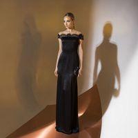 Цена 195,00. Модель EMSE 0342 Вечернее платье полуприлегающего силуэта длиной в пол, расклешенное к низу, с кружевной отделкой. Верхняя часть переда с фигурной кокеткой, переходящей в короткий рукав покроя «реглан». Кокетка-реглан с кружевным декором. Выр