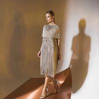 Цена 225,00. Модель EMSE 0312 Коктейльное платье прямого силуэта длиной ниже уровня колен. Платье состоит из трех уровней: первый волан до линии талии, второй волан (короткий) на линии талии, третий от линии талии до низа. В среднем шве спинки - застежка