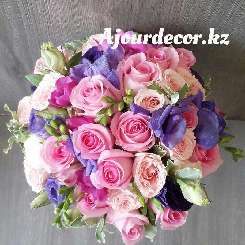 Букет невесты в розово-сиреневой гамме из роз, фрезии, лизиантусов и анемонов - фото 5118101 Ajour Decor - Студия свадебного оформления