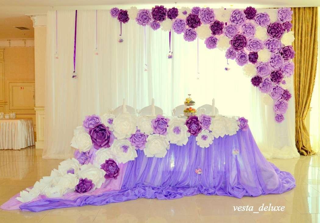 Стол молодоженов. Объемные цветы в оформлении свадьбы. - фото 7694344 Vesta Deluxe - оформление свадеб