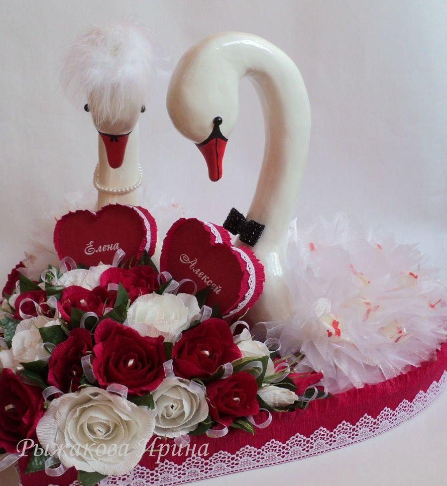 Свадебные лебеди, размер сердца 57х62см, высота лебедей 44см, использовались конфеты Raffaello 30 шт. и Марсианка 25 шт. - фото 5168289 Свит дизайн Рыжакова Ирина
