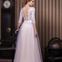 Элисон (VN) Нежное кружевное платье прямого силуэта с рукавами. Корсет платья  и его рукава расшиты кордовым кружевом. Глубокое декольте у такого свадебного платья делает невесту более притягательной и волнующей. Спинка прикрыта прозрачной телесной сеточк