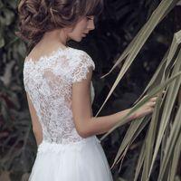Ева (VN) Необычное и в то же время волнующее безкорсетное свадебное платье прямого силуэта. С первого взгляда оно поражает своим кружевным верхом полностью выполненного из богатого кордового кружева в сочетании с бисером и пайетками. Спинка платья полупро