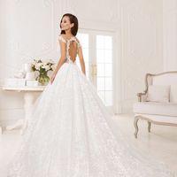 Луэлла (MR) Необычное кружевное свадебное платье а-силуэта. Оно заслуживает особое место в линейке кружевных платьев благодаря необычной кружевной текстуре. Платье просто создано удивлять и покорять с первого взгляда. Кружево верхней части платья плавно п
