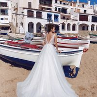Бэст (MR)Сказочное свадебное платье А-силуэта с кружевным верхом ,обшитым жемчужными бусинами и изящным поясом из драгоценных камней