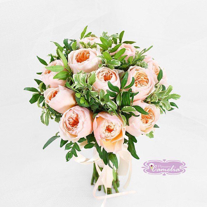 Дешевый букет из пионовидных роз фото, гвоздики