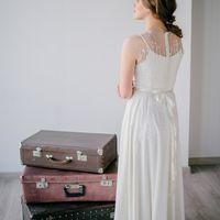 Нежное струящееся платье с флоральным декором. Цвет: айвори Размер: 42-44 Стоимость: 13.500 со скидкой 50%