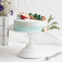 Кремовый торт с эффектом Омбре оформленный фруктами.