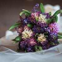 Букет невесты из сирени и гиацинтов