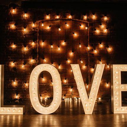 Аренда метровых букв LOVE из стали