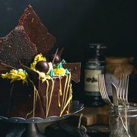 Шоколадный торт с маракуйей, шоколадные элементы, взбитый ганаш.  Фотографировал