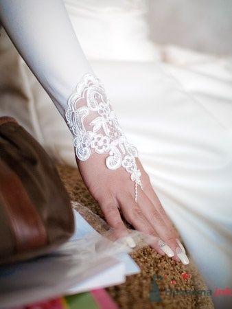Белые перчатки с кружевом на свадьбу. - фото 639 Студия фото и видеосъемки Aliya Pavrose