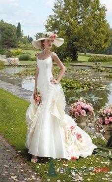 Образ невесты в атласном свадебном платье и в шляпке. - фото 1150 Плюмаж - бутик выходного платья и костюма
