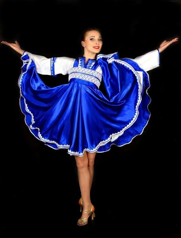 Русская девушка танцует 12