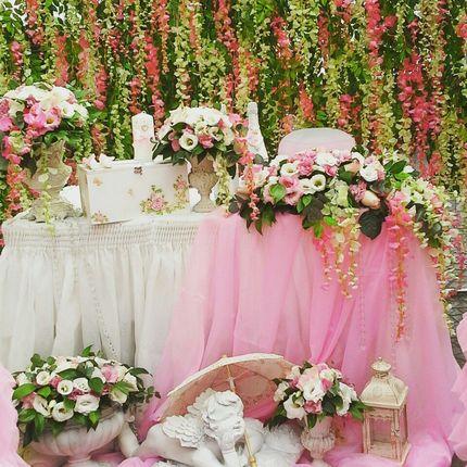 Оформление зала в нежно розовом цвете