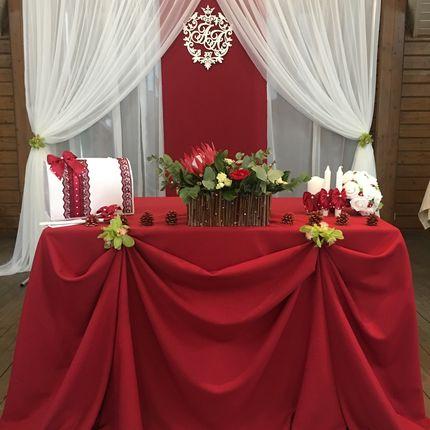 Оформление зала цветами и тканью