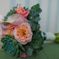 Букет невесты - английская роза Дэвид Остин, каллы, розочки, эвкалипт и завораживающие суккуленты