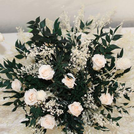 Интерьерная композиция на стол с розами