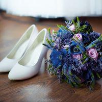 Букет невесты , маки-анемоны, вероника, роза, эустома , синий , фиолетовый.