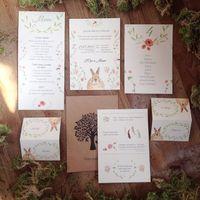 """Комплект полиграфии для стильной загородной свадьбы Марии и Юрия: Приглашение 10*15, двусторонняя печать на дизайнерском картоне """"Вудсток""""   крафт-конверт с печатью, именной биркой и шнуром-сутажем цвета марсала, карточки рассадки, меню, план рассадки"""