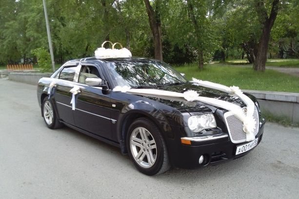 Аренда авто Крайслер 300С (цвет чёрный), цена за 1 час