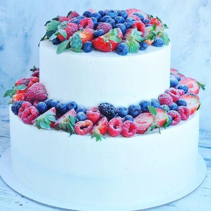 Двухъярусный торт примерно на 25 порций