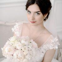 свадьба, нежность, жених, невеста, фотосессия, фотостудия, свадьба, свадебная фотосессия в студии, фотограф, белый, персиковый